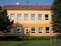 Základní škola a hřiště